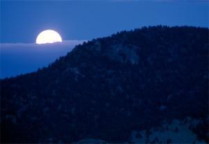 moon-yellowstone-hills-513376-ga